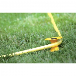 Garden hose guide, protects your garden from damage - ITW
