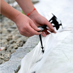 Bulu (agrotextile), tepi perbatasan dan pasak bersih - 12 cm - 50 buah -